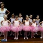 Escolinha de Ballet realiza apresentação