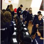 8º ano participa de aula de Musical Chairs
