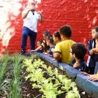 Alunos do 2º Ano EF iniciam projeto Horta no Colégio