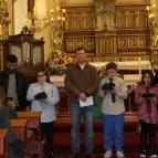Famílias prestigiam a missa do Dia dos Pais