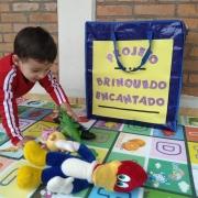 Brinquedos para aproximar família, aluno e escola