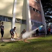 Estudantes desenvolvem foguetes em aula de Física