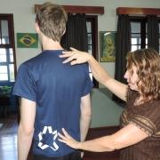 Estudantes passam por avaliação postural