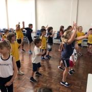 Música e dança para começar bem a semana!