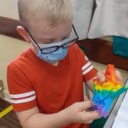Brinquedos, como o Popit, ajudam crianças a calcular