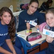 Alunos do 6º ano têm aula prática de Geografia.