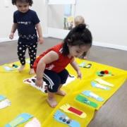 Creche 1B experimenta sensações no Tapete Sensorial