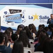 Ensino Médio participa de Feira de Profissões