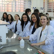 Da teoria à prática no Laboratório de Química