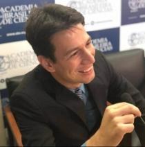 Colégio promove encontro com biólogo da Fiocruz