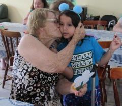 1º ano tem tarde de jogos e integração com idosos