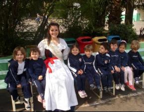 Alexandra Paniz Marchesini visita o La Salle Caxias
