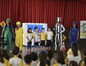 DER - DF realizou campanha de trânsito no colégio