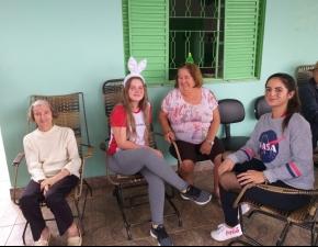 8º ano celebra Páscoa com idosos