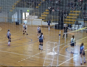 Escolinha de Vôlei em torneio estadual