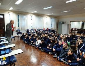 4º Ano recebe a visita do Sr. Claudino