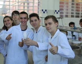 Prática no Laboratório de Química