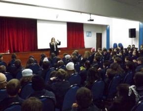 Secretária do Turismo palestra para alunos