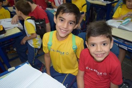 Alunos do 2º ano dando boas vindas aos alunos do 1º ano do EF